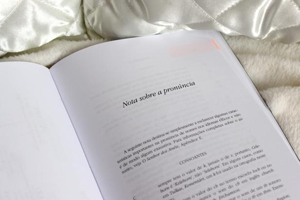 Nota sobre a pronúncia. Eu li essas notas antes de começar a ler a história. Valeu muito a pena !!